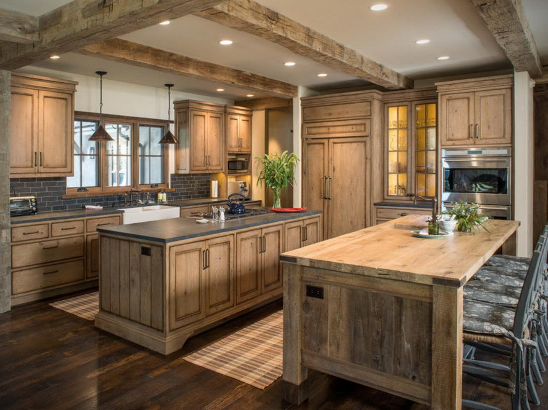 кухня в деревянном доме в стиле шале