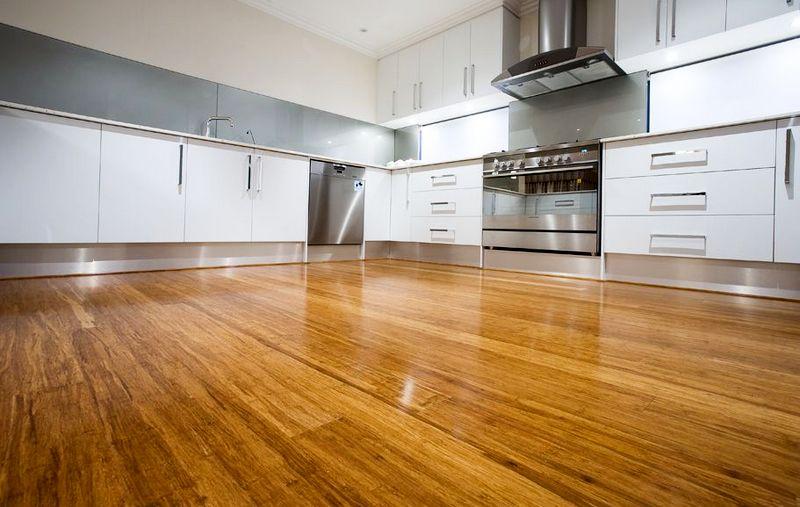 бамбуковый паркет на кухне
