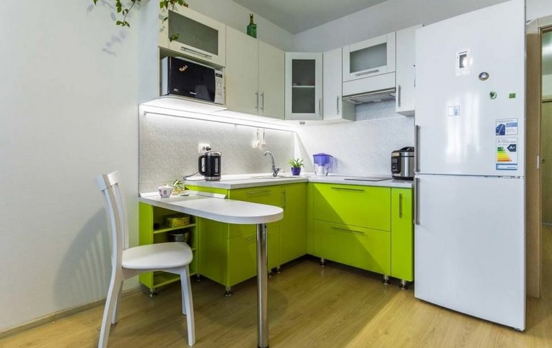 угловая кухня-студия