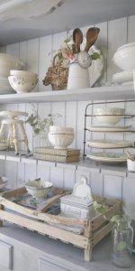 Винтажный кухонный шкаф