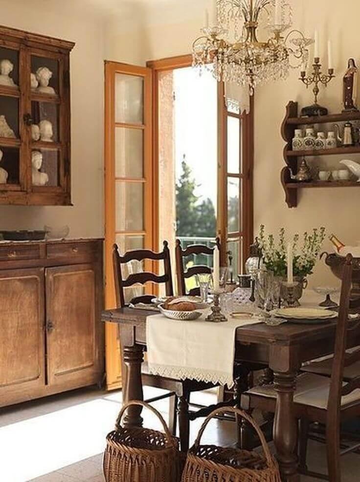 Деревянная мебель на кухне в стиле прованс