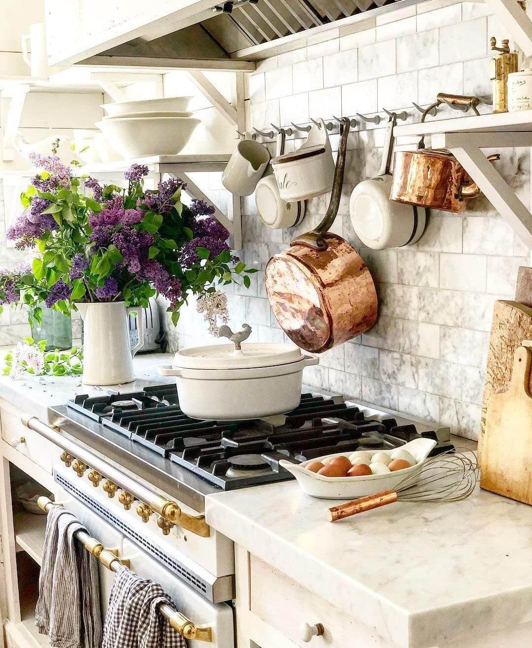 Винтажные элементы на кухне прованс