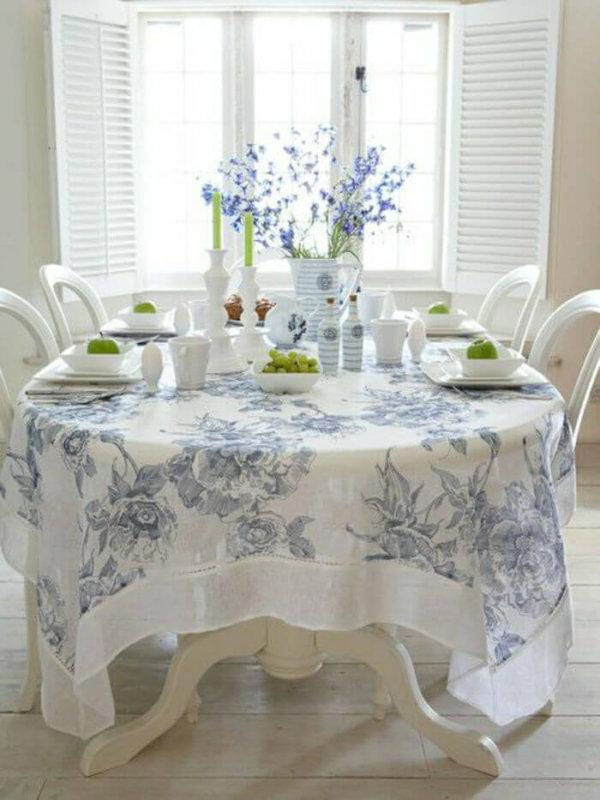 Бело-голубая скатерть в стиле прованс