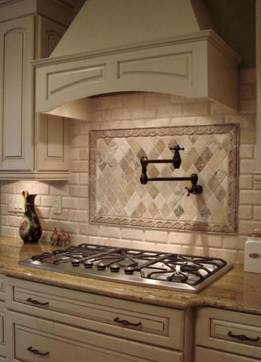 Узор из плитки на кухне прованс