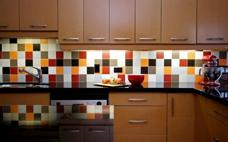 разноцветный фартук для кухни