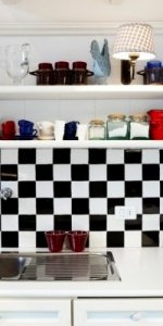 фартук на кухне шахматный порядок фото 3
