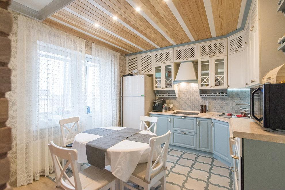 вагонка потолка на кухне