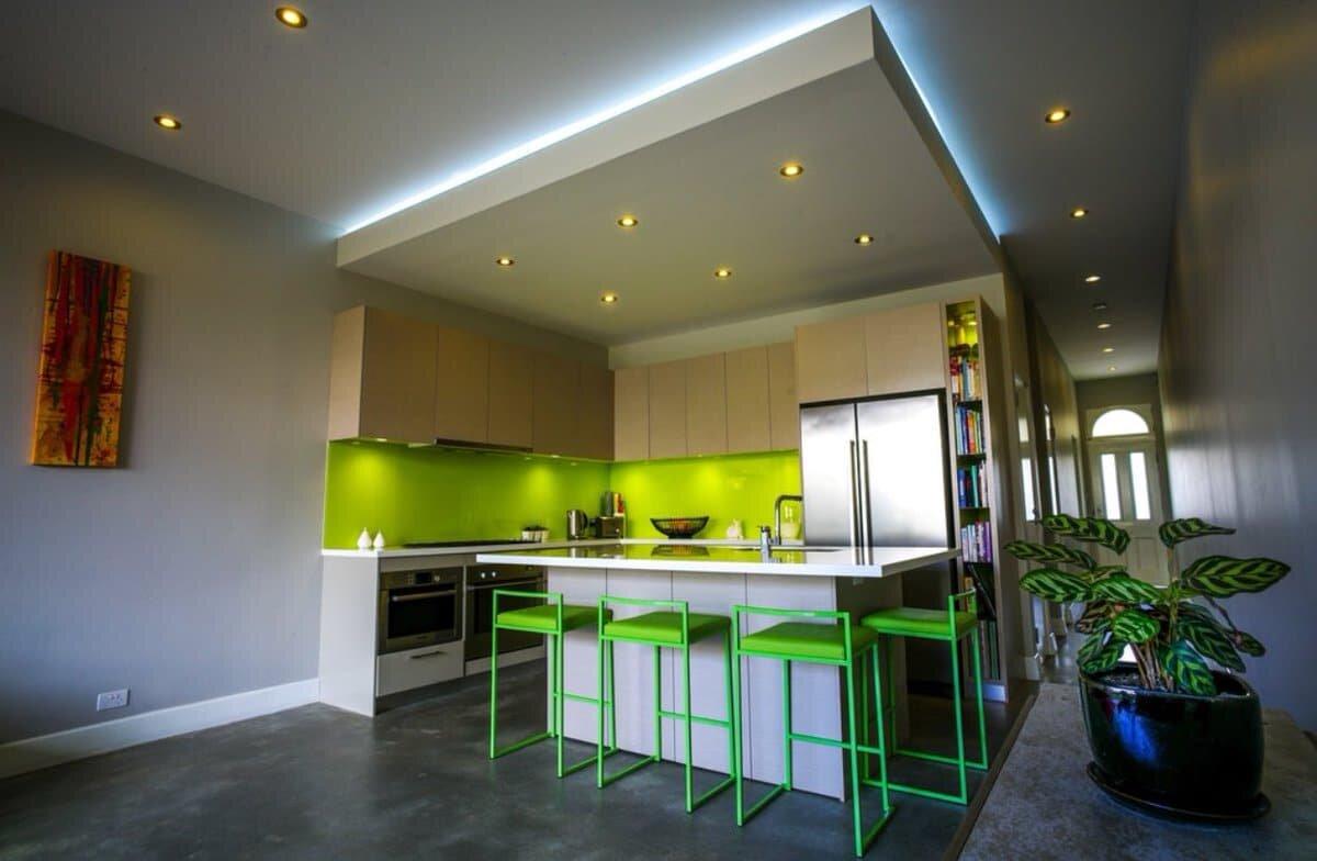 потолок кухонный с подсветкой