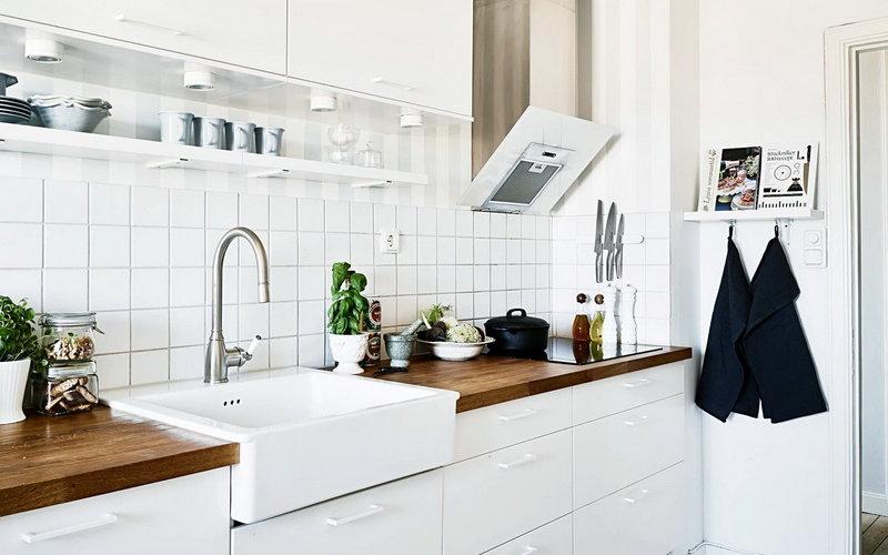 кухня в скандинавском стиле с фартуком