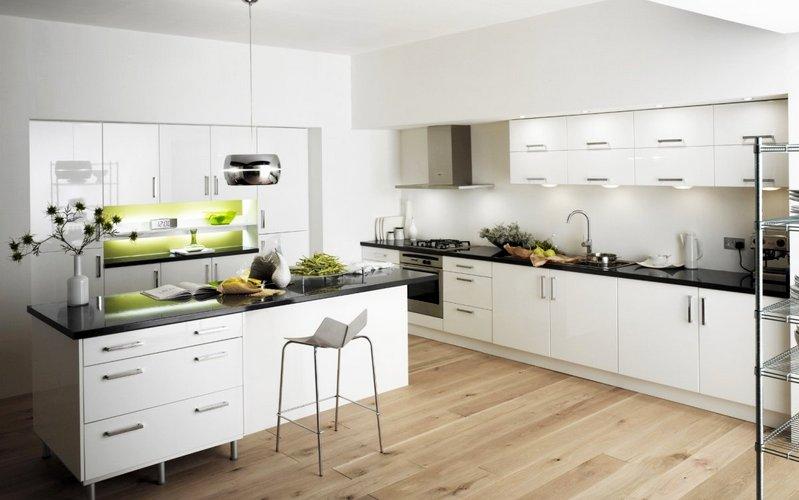кухня модерн с белым фартуком