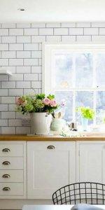 дизайн белого фартука на кухне