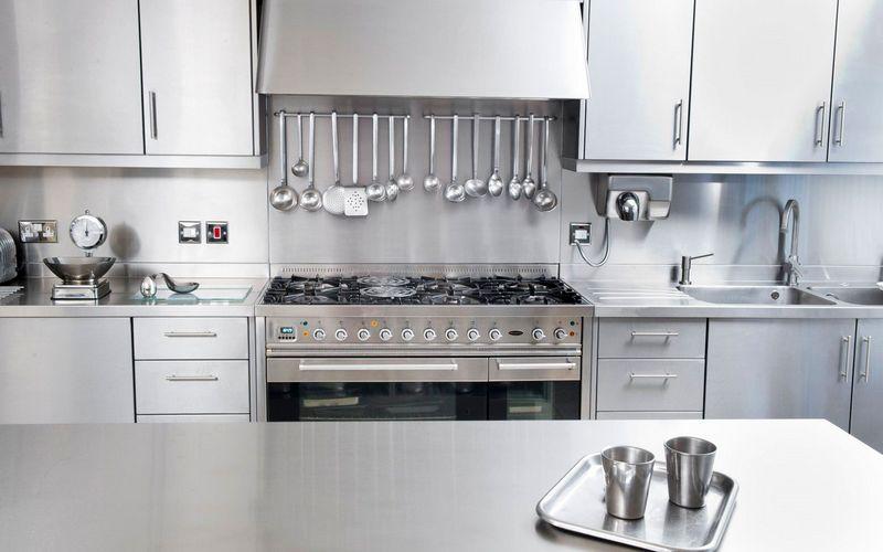 металлический фартук для кухни