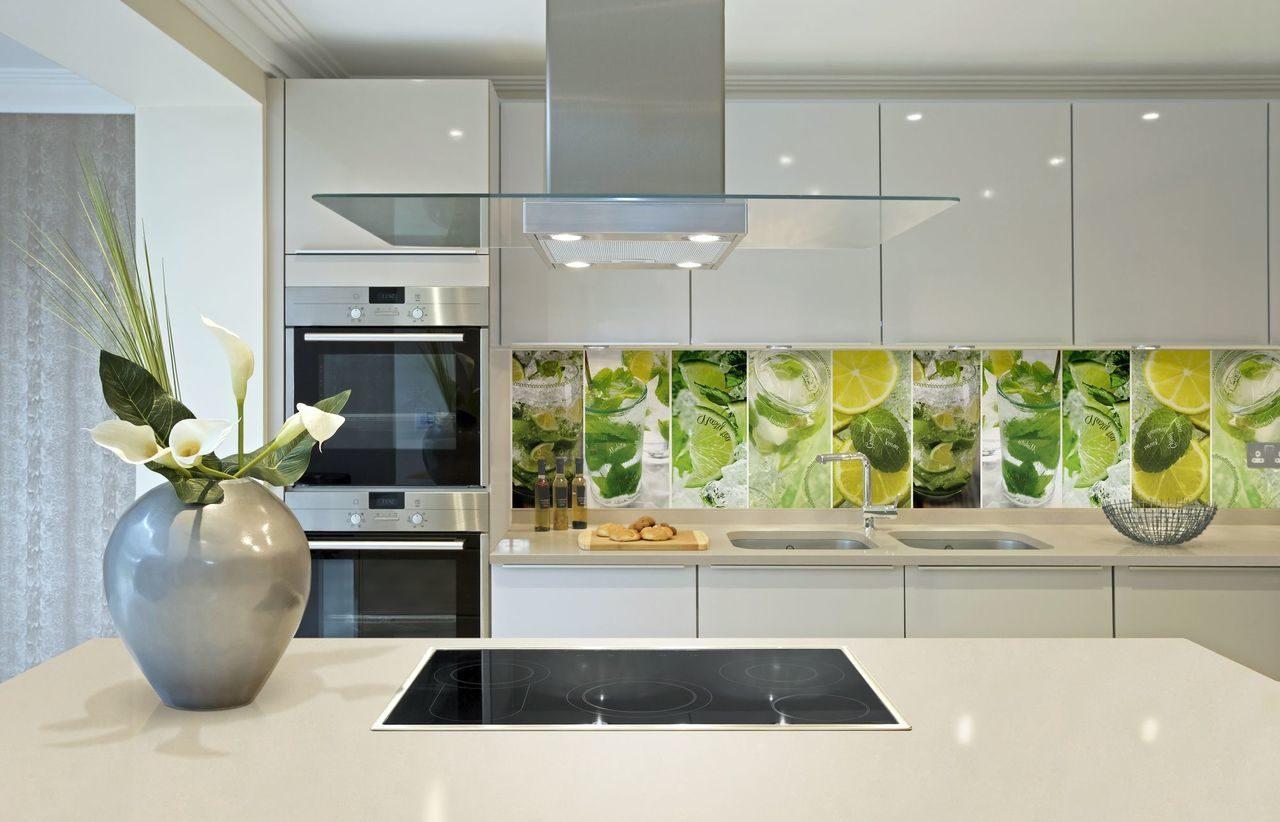 обеих позах картинки кухни со стеклянной стеновой панелью это