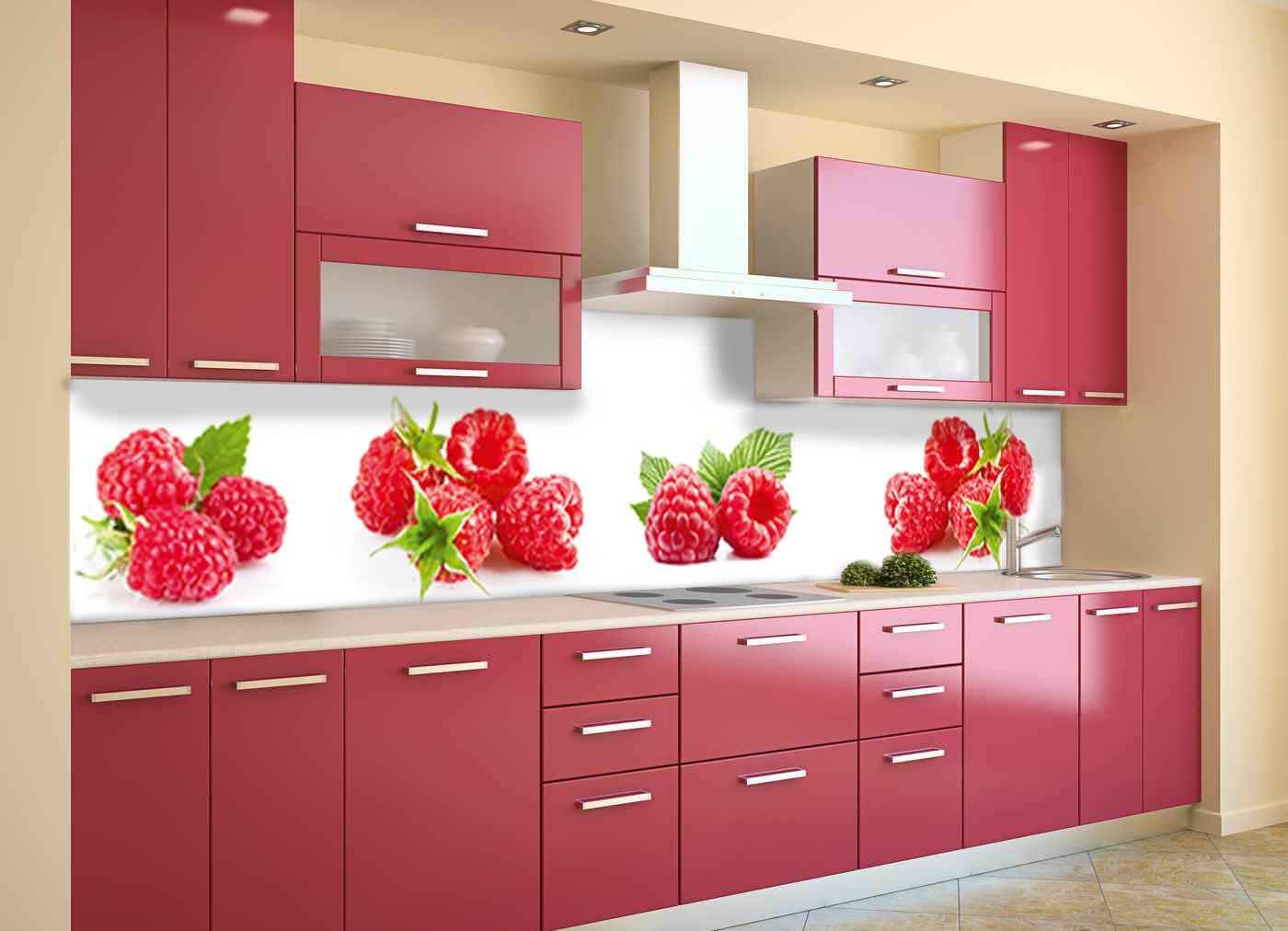 пластиковый фартук с ягодами на кухне