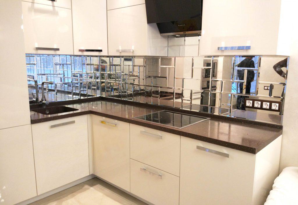 зеркальное покрытие фартука для кухни
