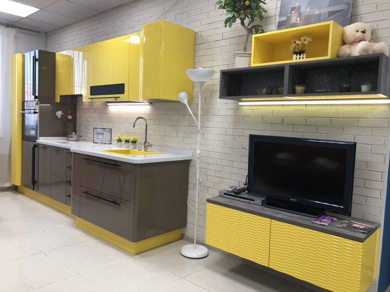 желто-черная кухня мария