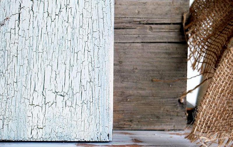 древесина с лаком кракелюр