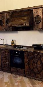 состаренная кухня в интерьере