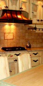 светлая кухня под старину