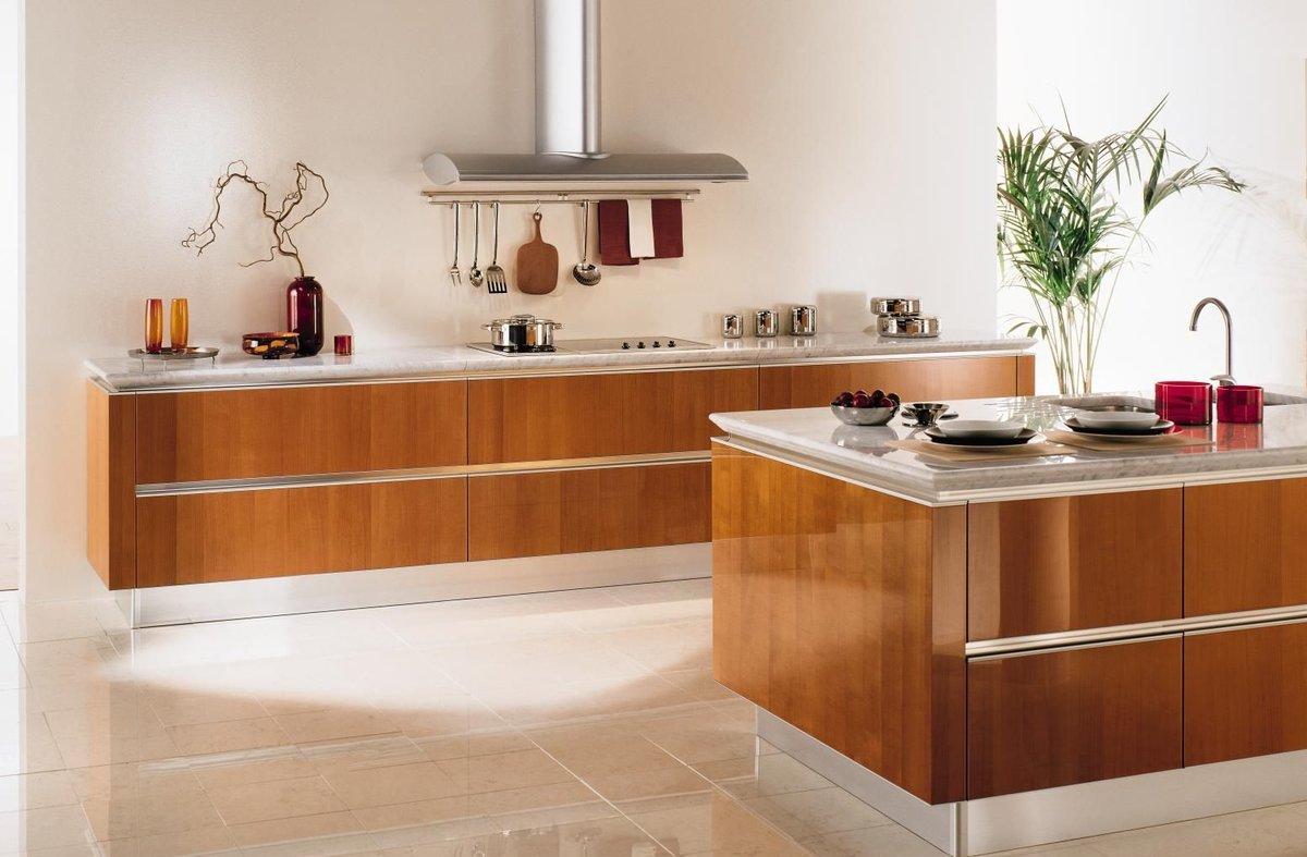 просторная кухня без верхних шкафов