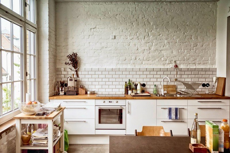оформление фартука на кухне без верхних шкафов