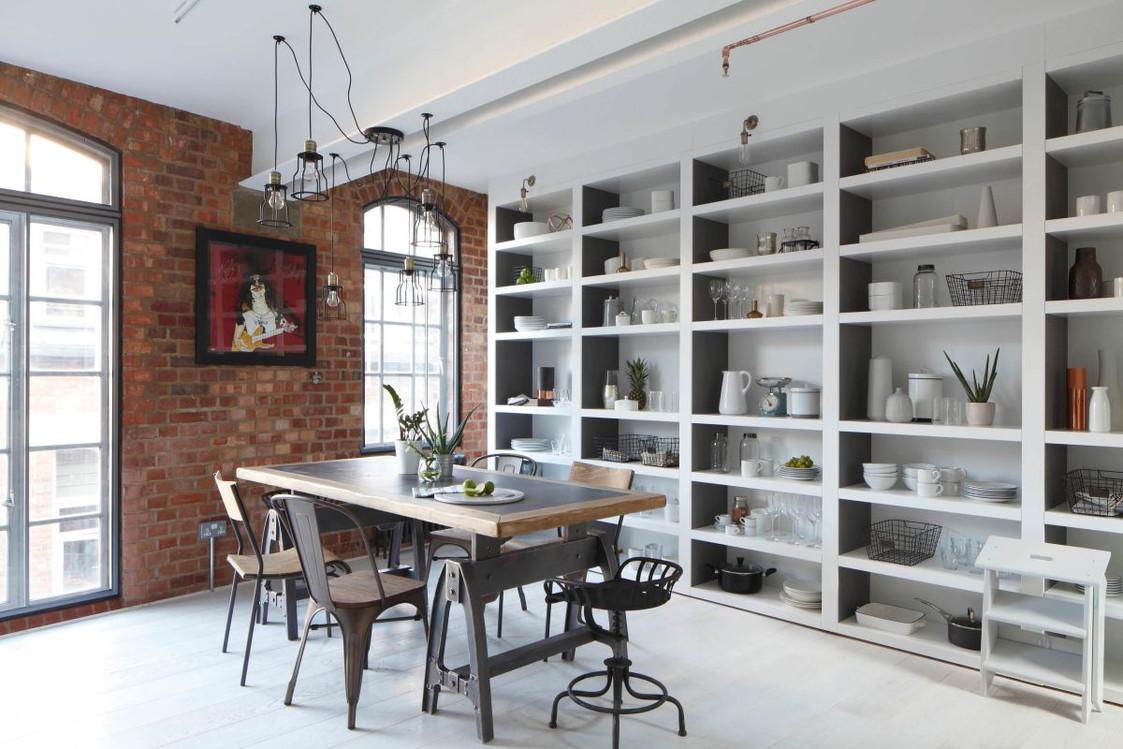 стеллаж для кухни во всю стену