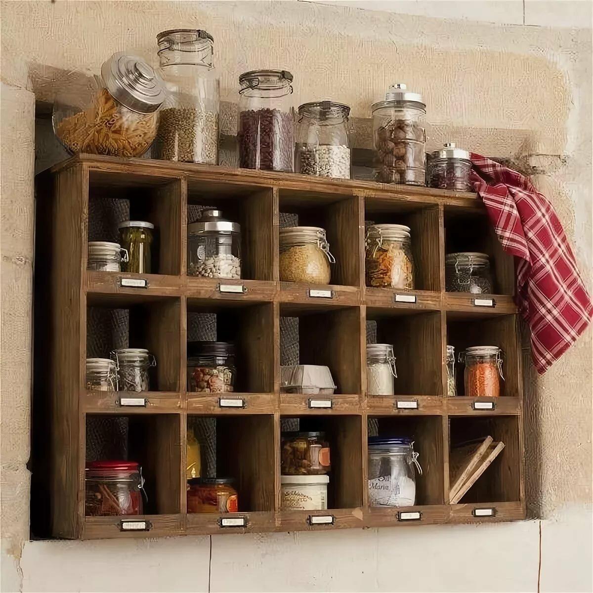 банки на стеллаже для кухни