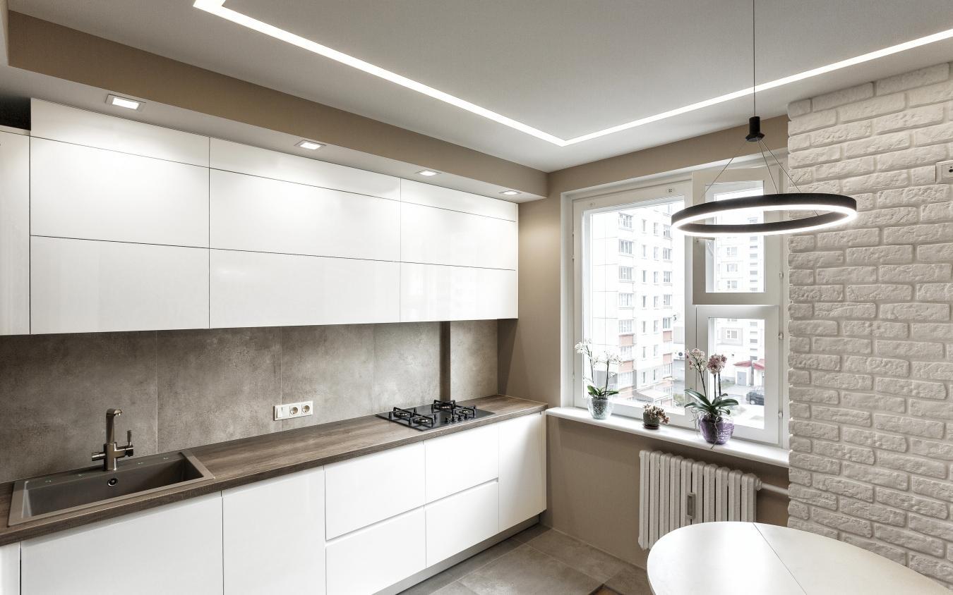 легкий дизайн белой кухни без ручек