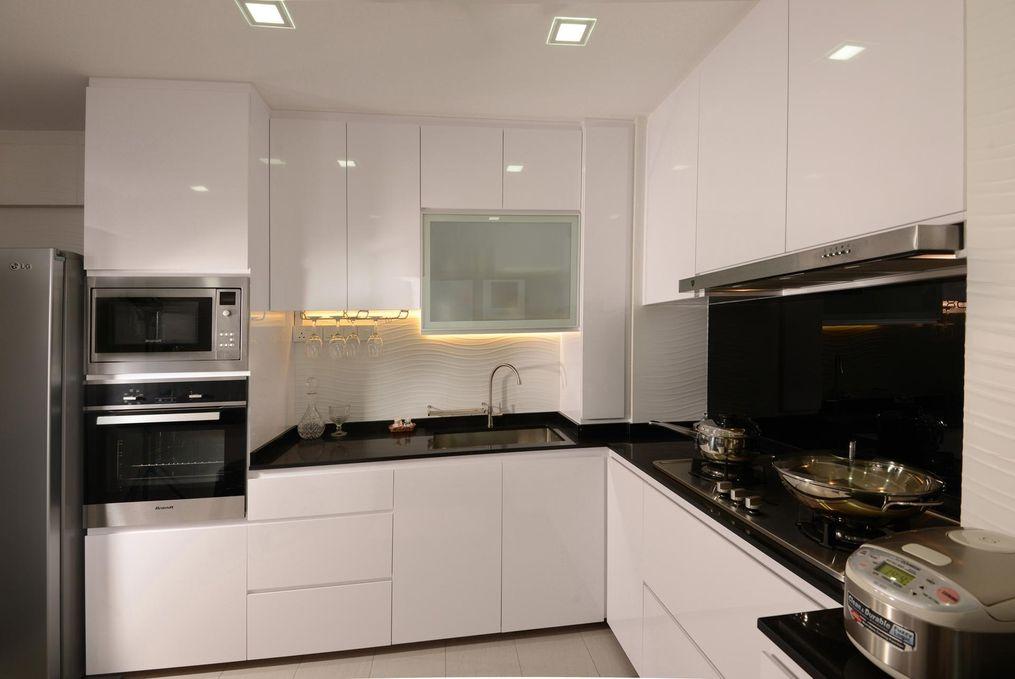 минималистичная белая кухня без ручек
