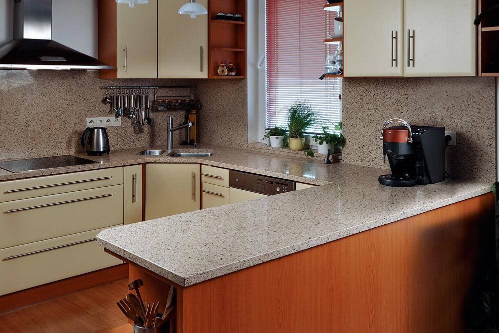 пластиковая столешница для кухни под камень