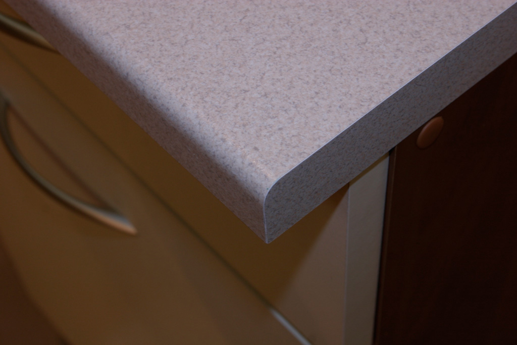 пластиковая столешница для кухни к алюминиевым уголком
