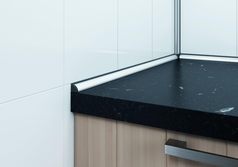 пластиковая столешница для кухни и плинтус в цвет и контрастный плинтус