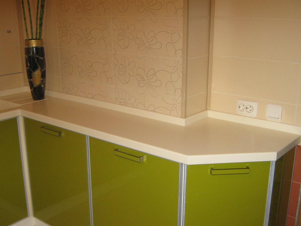 пластиковая столешница для кухни и плинтус в цвет