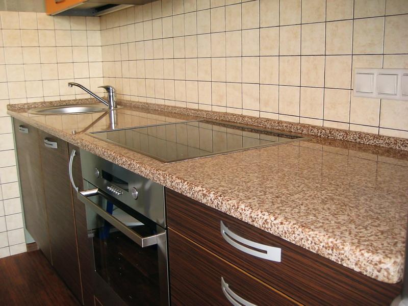 пластиковая столешница для кухни под стиль отделки