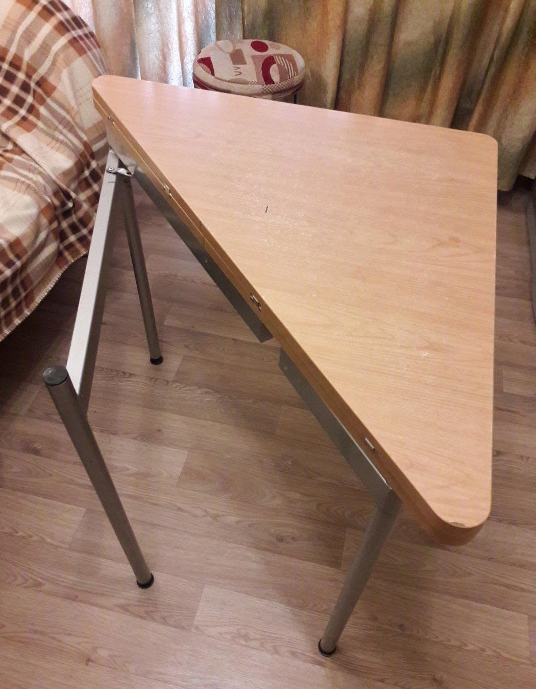 треугольный раскладной стол на кухню