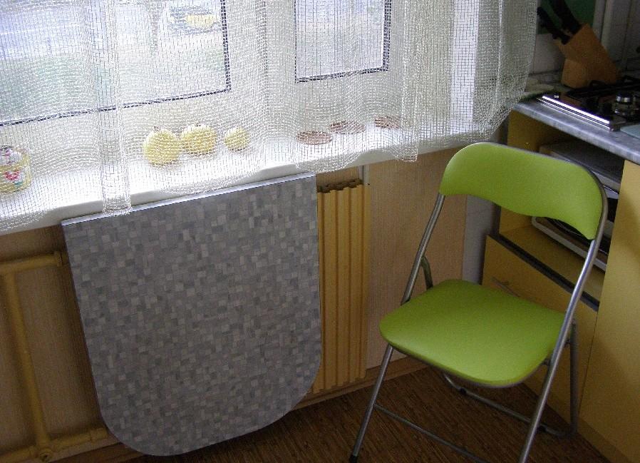 раскладной стол-подоконник для маленькой кухни