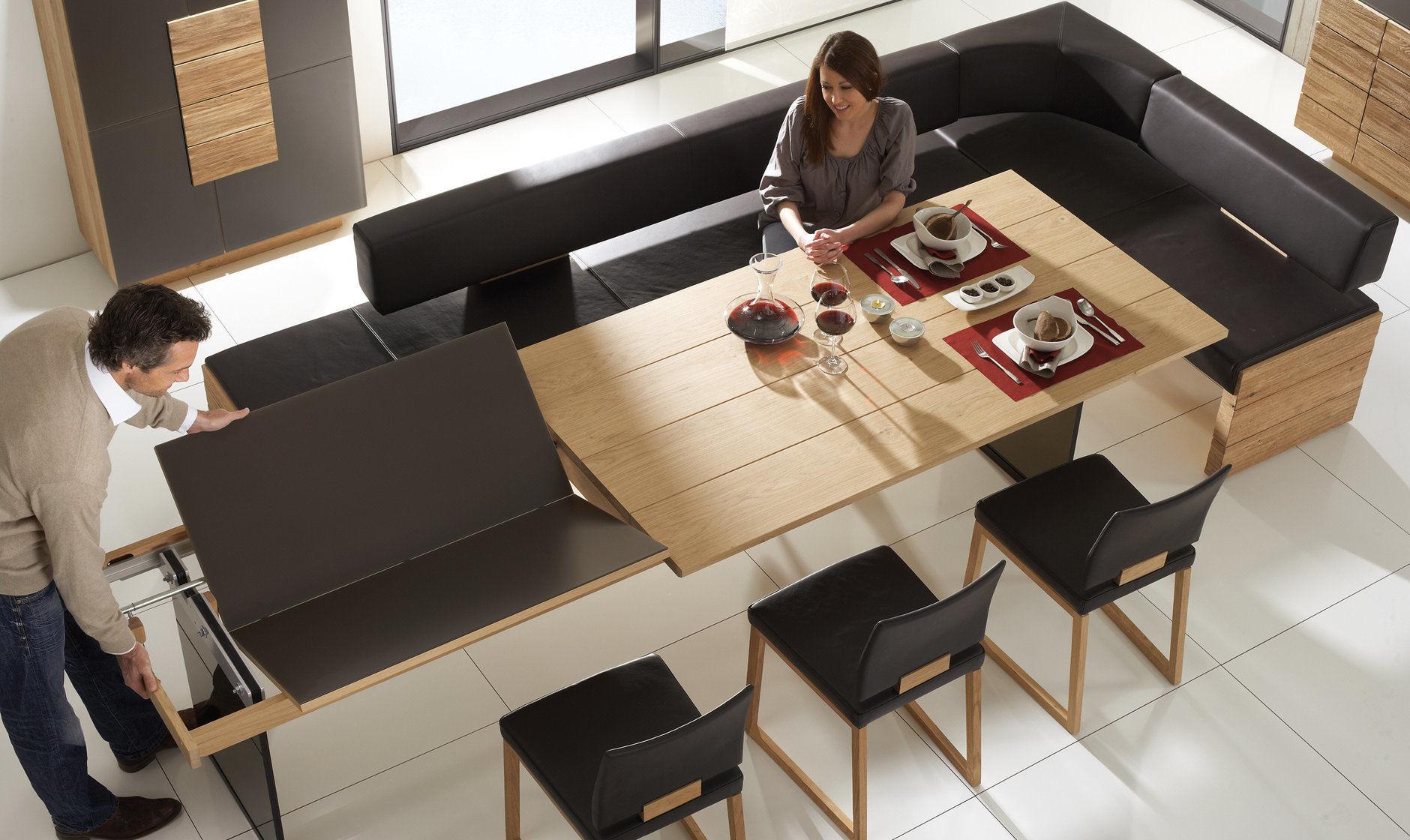 раскладной стол подойдет и для приема гостей