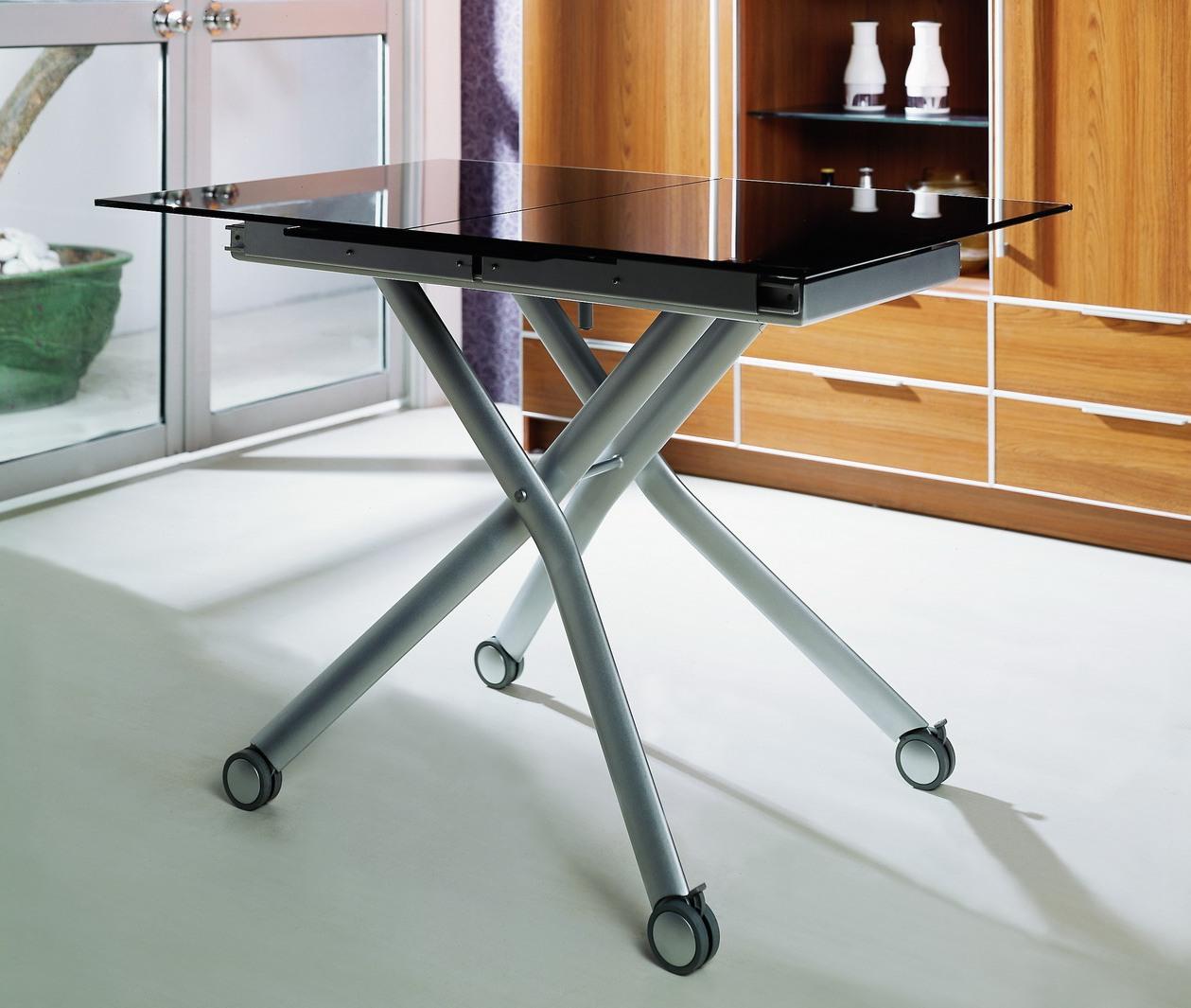 переносной столик на колесах
