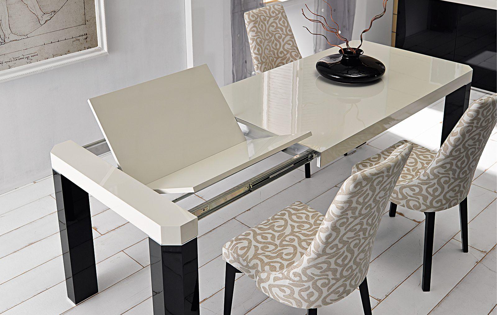 раскладной стол со столешницей из камня