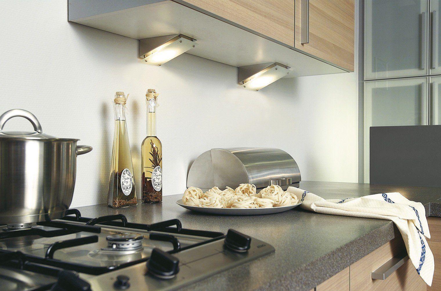 лампы на рабочей зоной на кухне