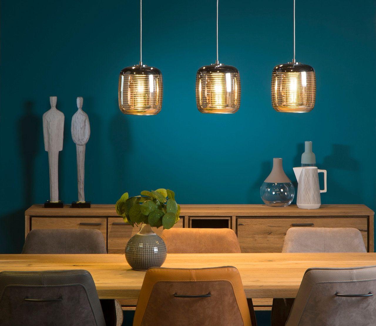 низковисящие лампы над обеденным столом