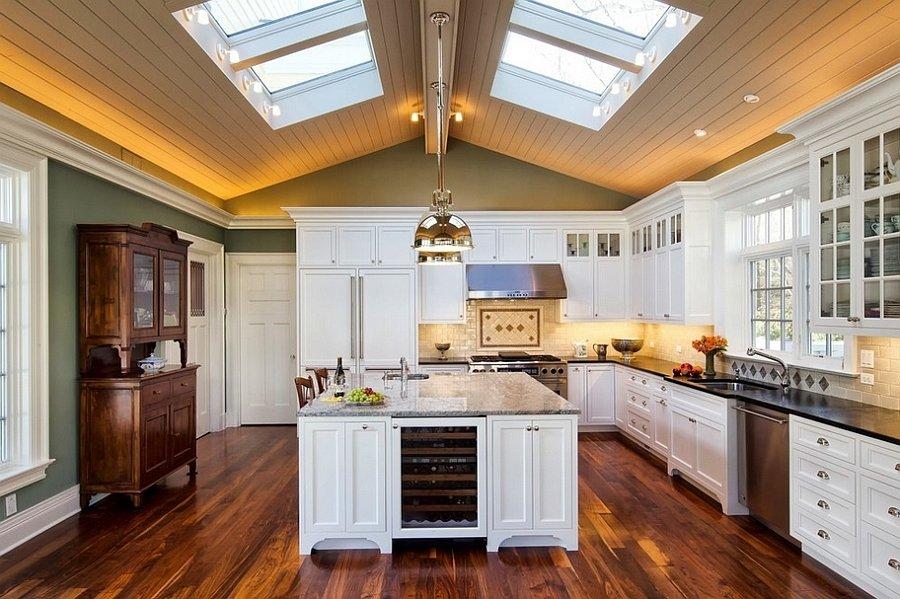 большие мансардные окна на кухне