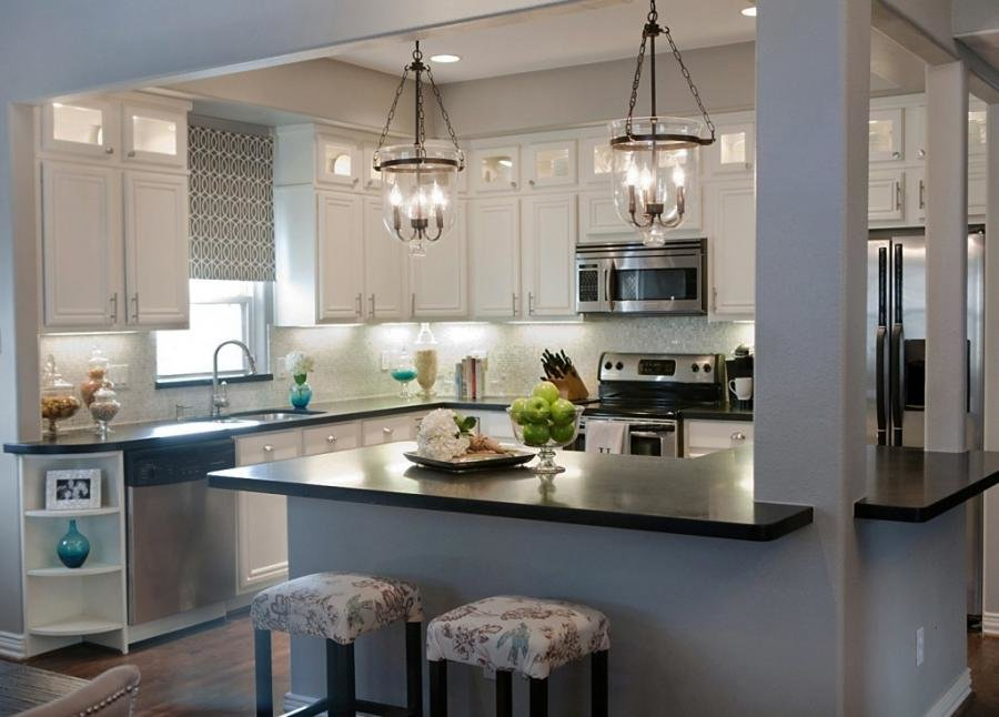 люстры над столом на кухне