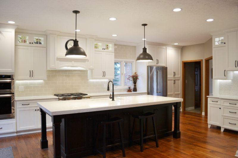 точечное освещение отдельных зон кухни