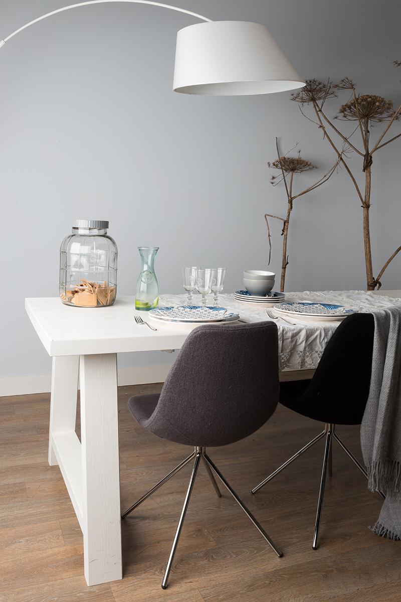 лампа на обеденном столе