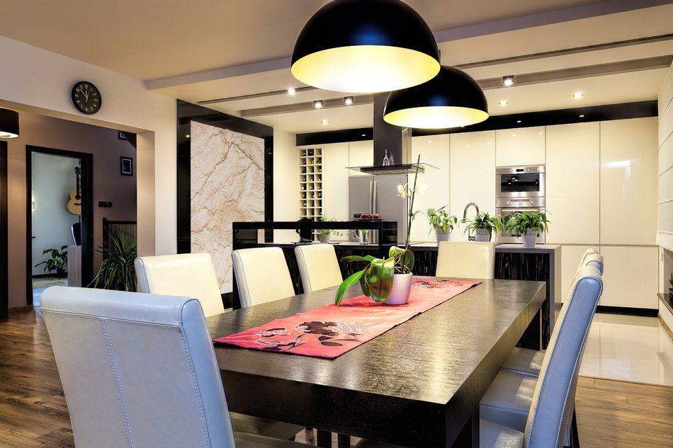 большие лампы над столом на кухне