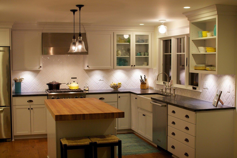 неяркое освещение кухонного пространства