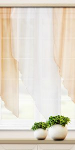 светлые короткие шторы