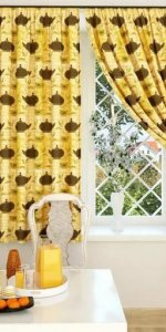 желтые короткие шторы на кухню