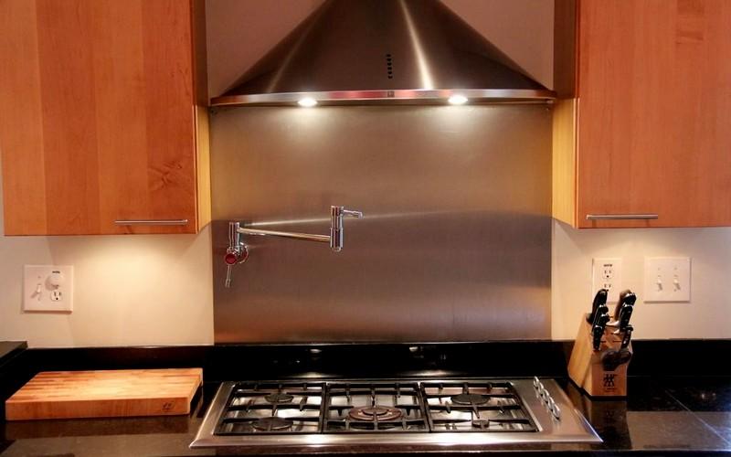 удобная вытяжка для кухни с плитой
